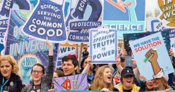 Eine Gruppe von Menschen, die dafür kämpfen, der Wissenschaft eine Stimme zu geben