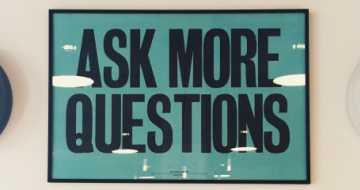 Wieso wir mehr kritisches Denken brauchen und wie man die hierfür notwendigen Fähigkeiten in Organisationen fördern kann